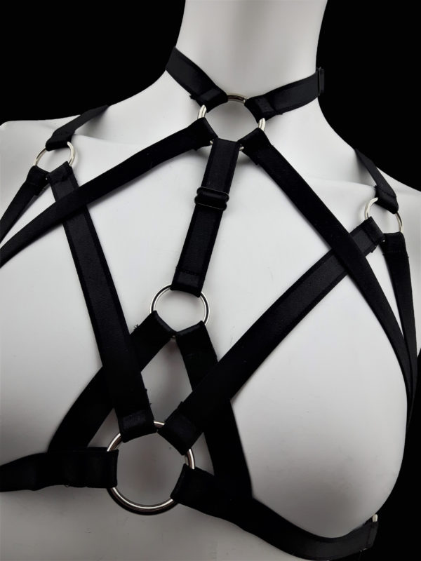 Kinky Complex Elastic Strap Close-up Front