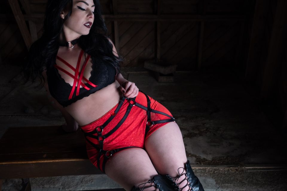 Crossfader Black & Red with Black Kinky Booty - Amanda Love