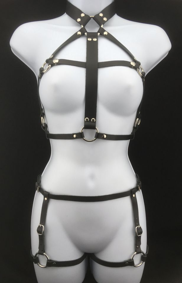Queen harness with Simple leather garter