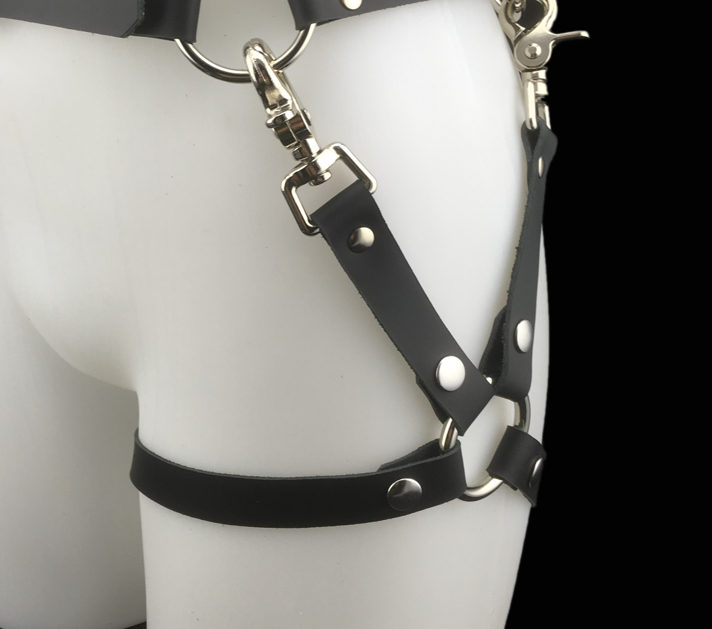 Leather belt_leg harness_black_side